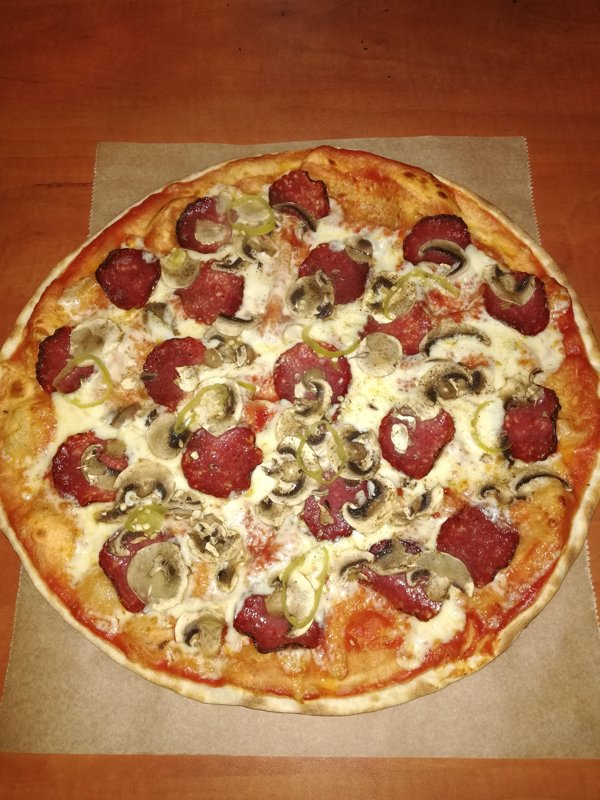 Delux - tomato sauce, dried sausage, fresh mushrooms, greek pepper, ground black pepper