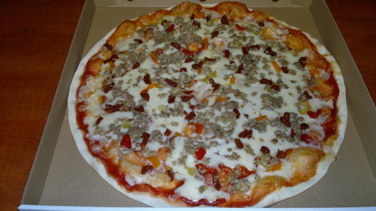 Āsā maltā gaļa - tomātu mērce, siers, cūkgaļas maltā gaļa, saulē kaltēti tomāti,  marinēta paprika, grieķu pipari