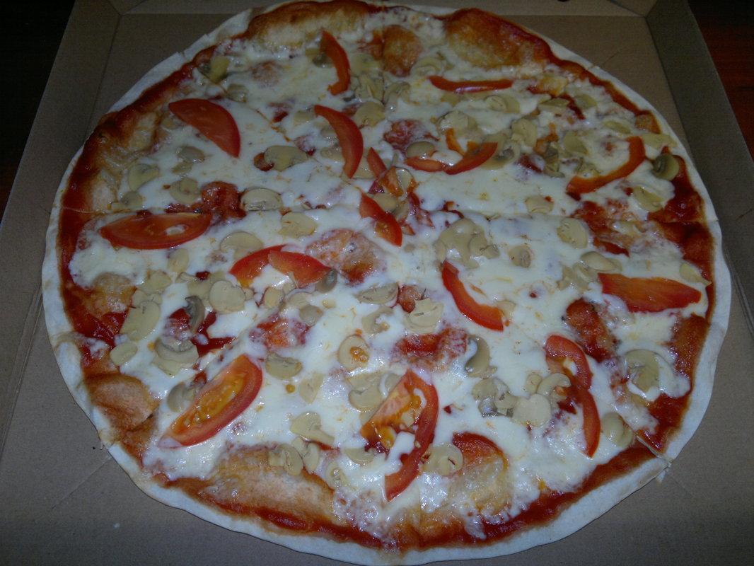 Sēņu - tomātu mērce, siers, marinēti šampinjoni, tomāti