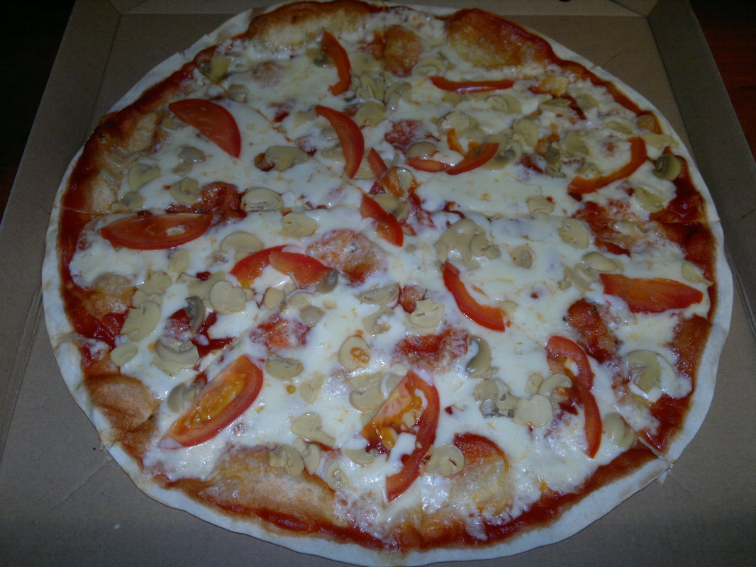 Mushroom  - tomato sauce, cheese, marinanted mushrooms, tomato
