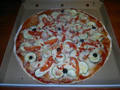 Veģetārā - tomātu mērce, siers, cukini, tomāti, paprika, olīvas