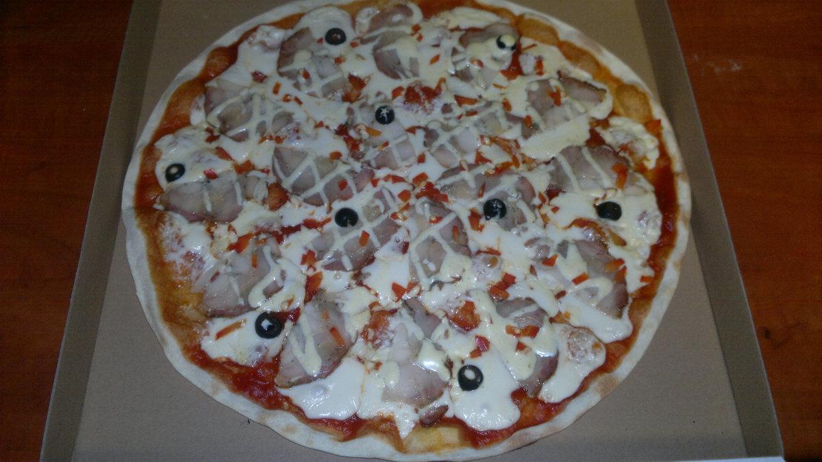 Vistas - tomātu mērce, siers, vista, paprika, olīvas,  majonēzes - karija mērcīte